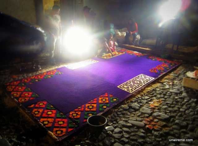 Making alfombras before midnight