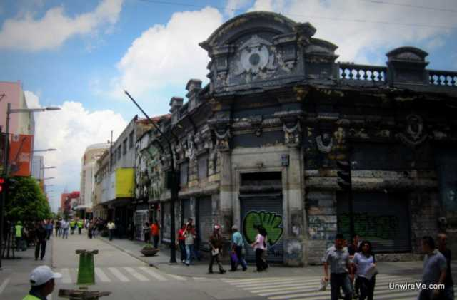 Old buildings in Sexta Avenida
