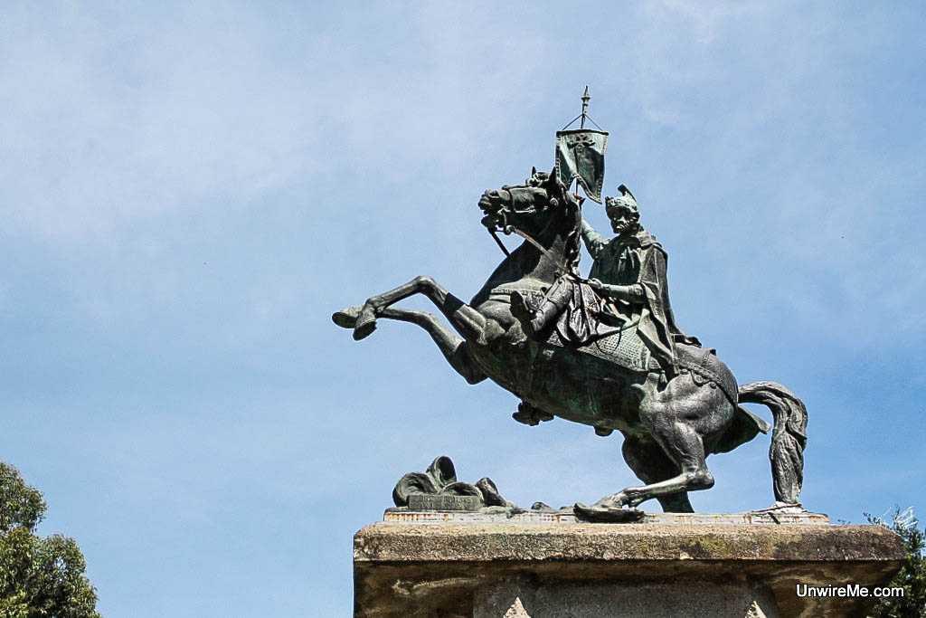 Santiago Apostol Statue, Cerro de la Cruz