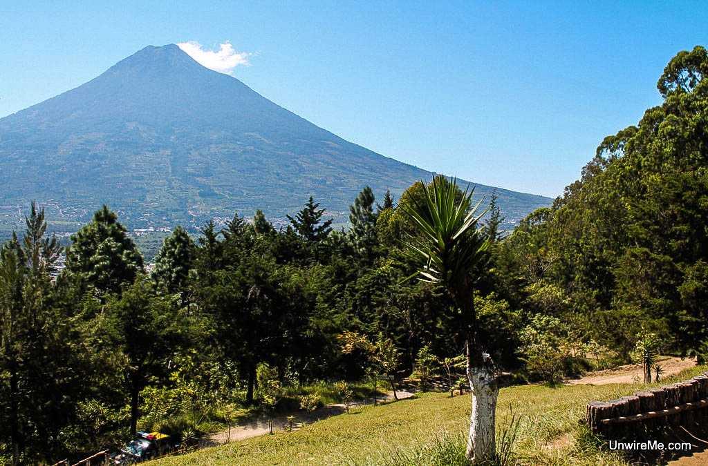 Agua Volcano, Cerro de la Cruz