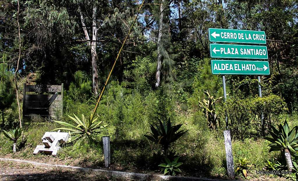 Signs for Cerro de la Cruz