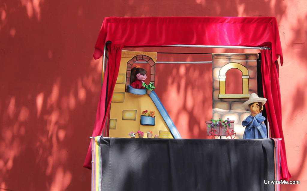 Puppet show in Antigua Guatemala