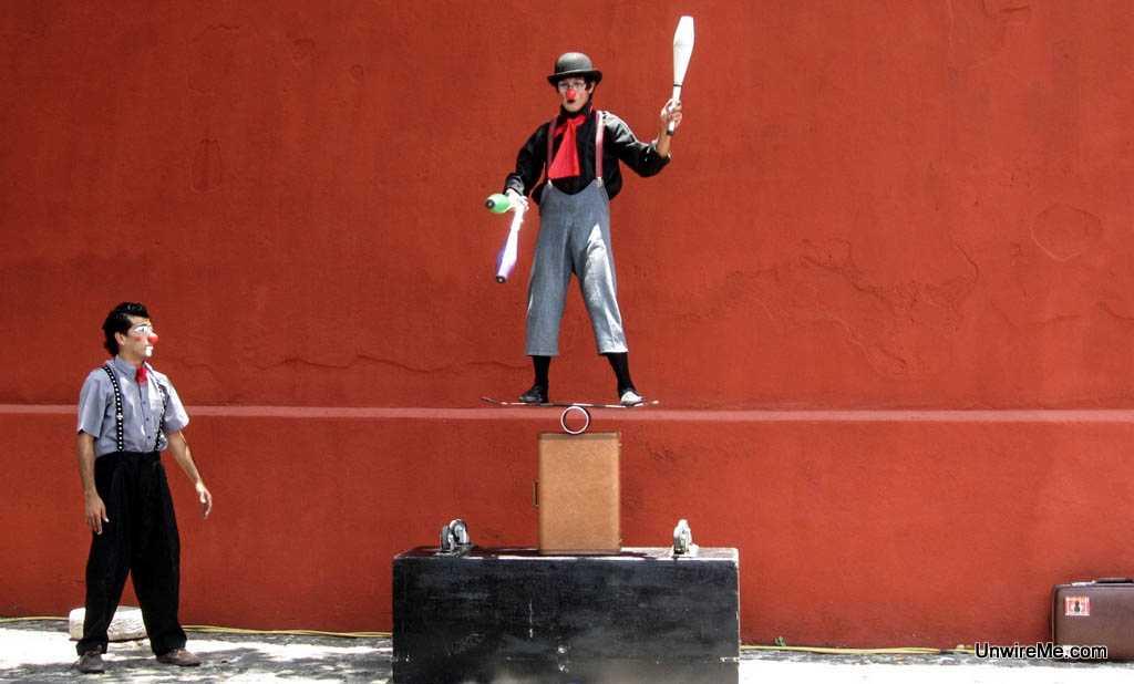 jugglers - Antigua Guatemala expat