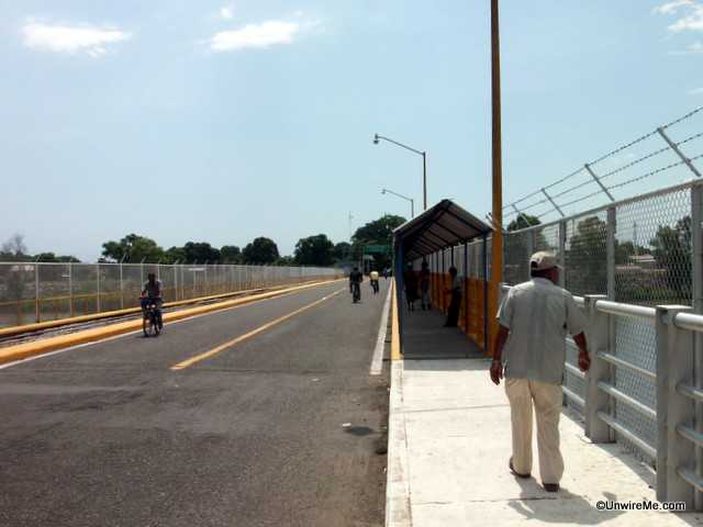 border crossing mexico to guatemala