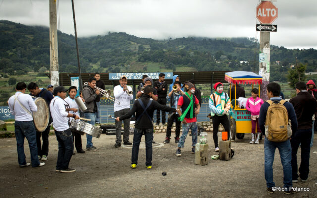 street performers in Santiago Sacatepequez