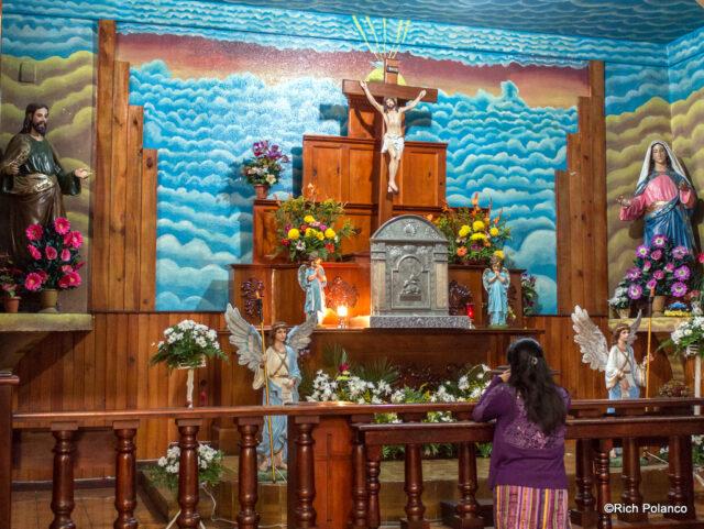 altar at Santiago Sacatepequez church